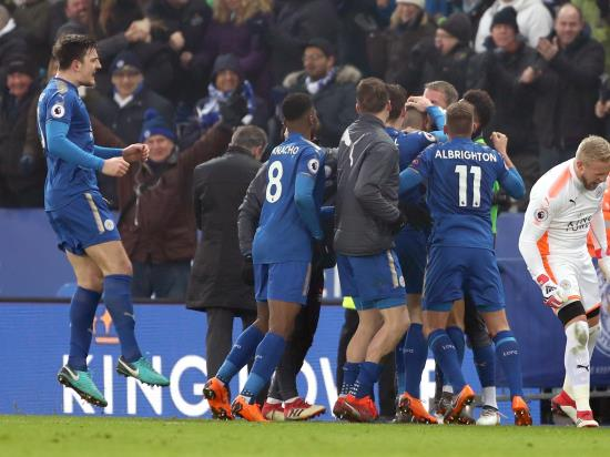 Mahrez leaves it late to earn Leicester a point