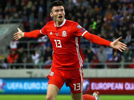 Kieffer Moore scores as Wales keep Euro 2020 hopes alive