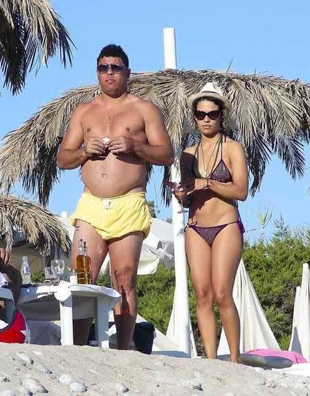 Ronaldo Luiz Nazario De Lima have holiday with his GF