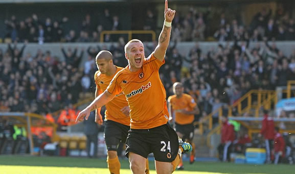 Wolves midfielder O'Hara seems a distant memory for wife Lloyd as she enjoys sunshine break without wedding ring