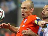 Holland's stifling tactics divert support to leave Arjen Robben isolated