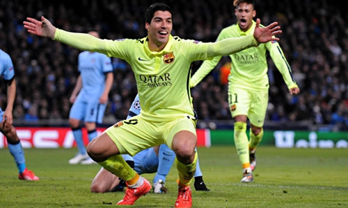 Luis Suarez denies trying to bite Manchester City's Martin Demichelis