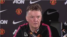 Van Gaal unhappy over questions about Evans and relationship with Giggs