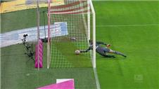 Shock Bayern defeat after Neuer mistake