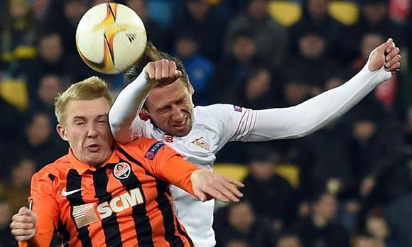 FC Shakhtar Donetsk 2 - 2 Sevilla: Away goals keep Sevilla on course for Europa hat-trick
