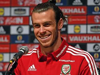 Bale defuses Ronaldo rivalry