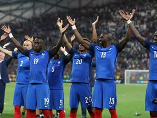 ICE COOL France celebrate reaching Euro 2016 final by copying Iceland's thunderclap with fans in Marseilles