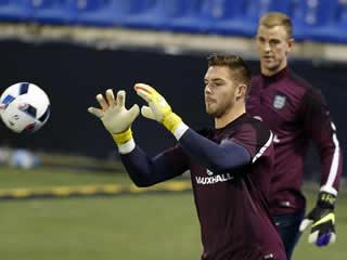Jack Butland wants to overtake Joe Hart as England's first-choice goalkeeper