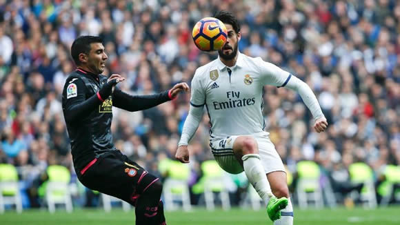 Man City lead crowded chase for Real's Isco