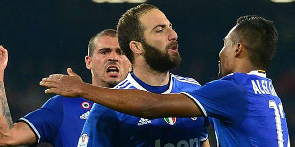 Napoli 3 Juventus 2 (4-5 agg): Higuain double books Coppa final spot