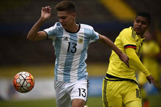 PSG to sign young Estudiantes defender Juan Foyth after Spurs pull out of deal