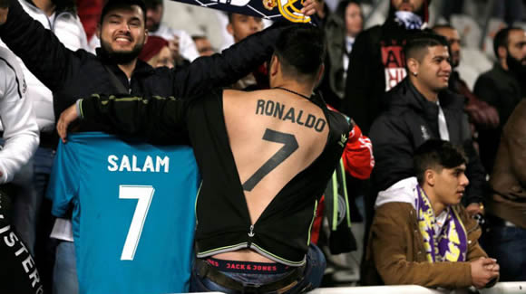 Supporter tattoos Cristiano Ronaldo's name and number on his back