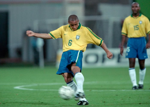 Roberto Carlos has just completely ruined THAT iconic free kick for everyone