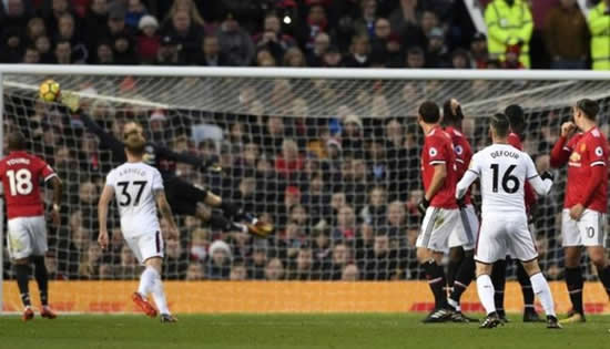 Manchester United 2 - 2 Burnley: Jesse Lingard's double spares Manchester United's blushes in draw with Burnley