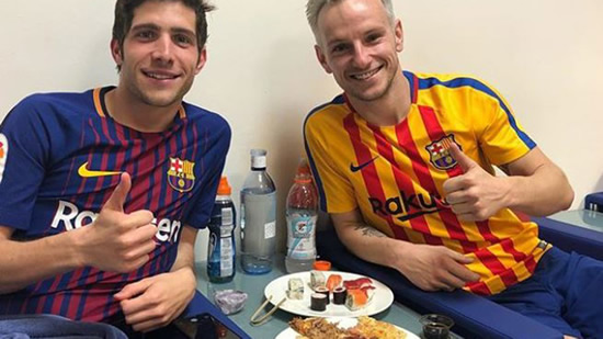 Rakitic and Sergi Roberto enjoy some sushi and pizza in the anti-doping room