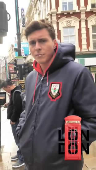 Manchester United star Victor Lindelof and stunning fiancee stay in London after Crystal Palace win to take in the sights