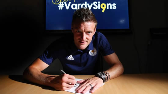 England forward Jamie Vardy signs new deal with Leicester City